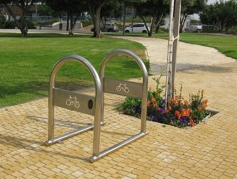 מתקן נירוסטה לאופניים - קשירת אופניים