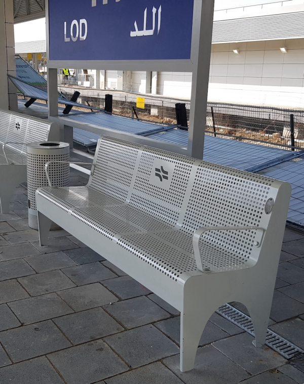 ספסל נגיש תוצרת כחול לבן